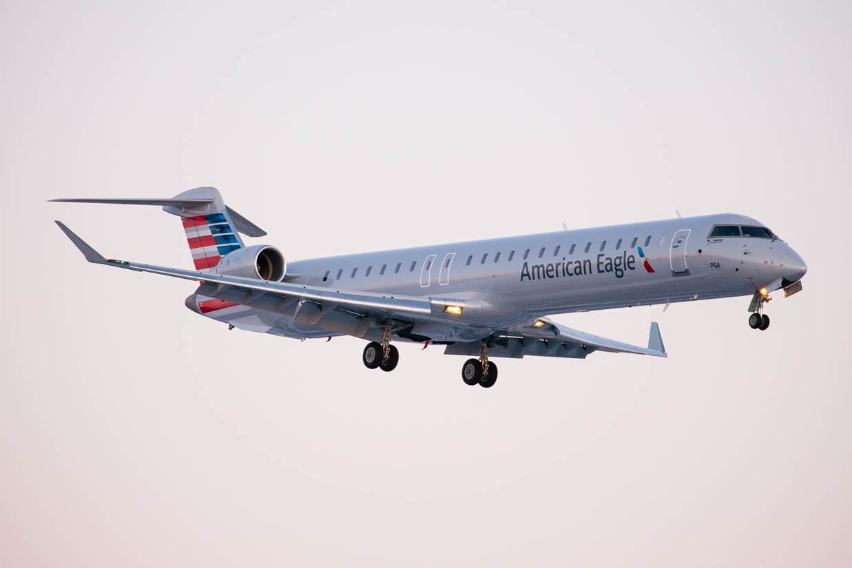 American Eagle Airlines Regional Jet Embraer Erj 140 N856ae Photos